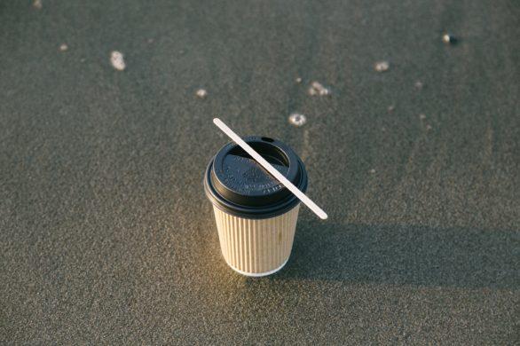 Single-use plastic coffee cup alternatives